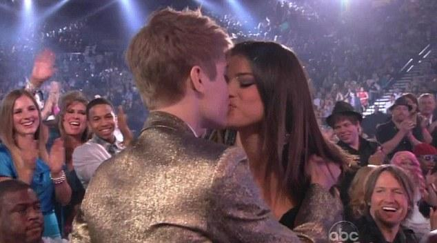 justin bieber and selena gomez kissing on the lips at the beach. Selena Gomez kisses Justin