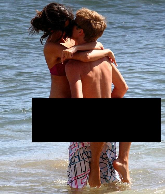 justin bieber and selena gomez hawaii beach. Justin Bieber and Selena Gomez