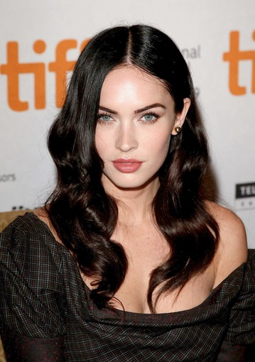 megan fox thumb finger. wallpaper megan fox thumbs