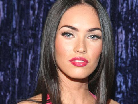 Here's a picture of the gorgeous Megan Fox in 2004 when she was 18: