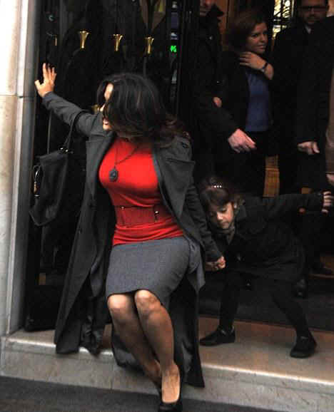 dick cheney: Salma Hayek Eats The Pavement While Trying To