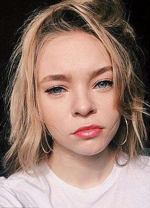 Taylor Hickson Nude Photos 30